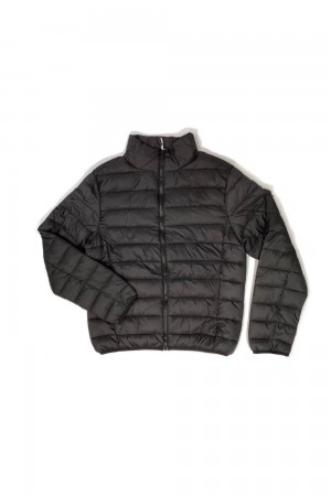 CAMPERA DE NYLON ULTRALIVIANA